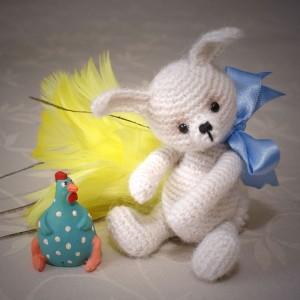 crochet bunny, design by Joanne Noel