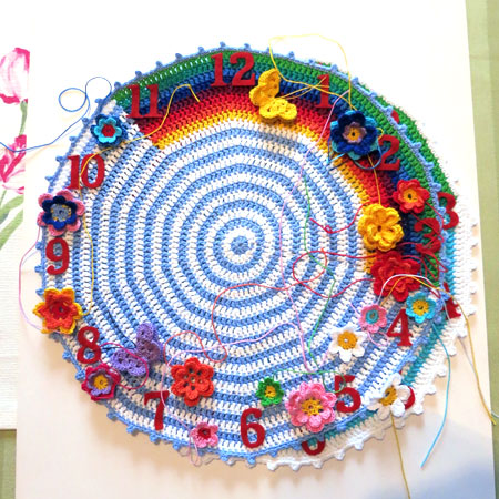 Crochet-clock-1-placing-flowers