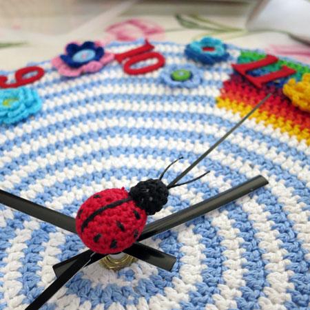 Crochet-clock-ladybug
