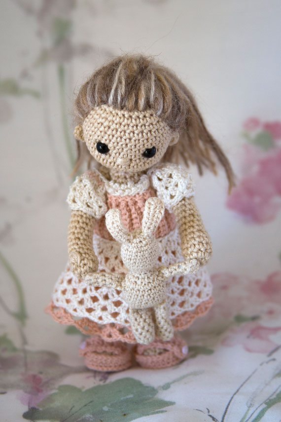 Simply Ami Violette - Crochet by AnniesGranny Design - Pattern by Beth Webber